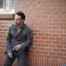 The Walking Dead: Andrew Lincoln in una tesa scena dell'episodio Scelte