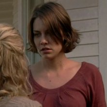 The Walking Dead: Lauren Cohan e, di spalle, Laurie Holden, in una scena dell'episodio Scelte