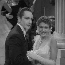 Fredric March e Rose Hobart in una scena de Il dottor Jekyll