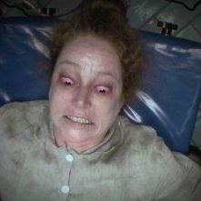 L'altra faccia del diavolo: Suzan Crowley ripresa da una telecamera in una scena del film