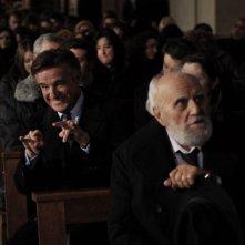 Buona giornata: Christian De Sica in un gesto scaramantico in una divertente scena del film