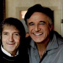 Buona giornata: Christian De Sica insieme al regista Carlo Vanzina sorridente sul set del film