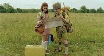 I due giovani protagonisti di Moonrise Kingdom Jared Gilman e Kara Hayward in una scena del film