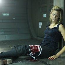 Maggie Grace in una drammatica immagine di Lockout
