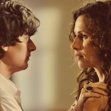 Minnie Driver con Aneurin Barnard in Hunky Dory