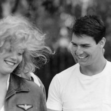 Top Gun: Tom Cruise e Kelly McGillis in una immagine pubblicitaria del film