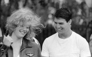 Top Gun: Tom Cruise e Kelly McGillis in una immagine pubblicitaria del film