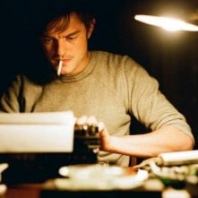 Un primo piano di Sam Riley in On the Road