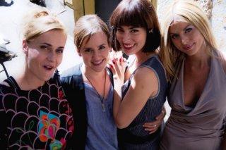 Good as You: il cast femminile sul set del film in una foto di gruppo
