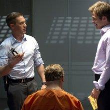 Una spia non basta: Chris Pine e Tom Hardy durante un interrogatorio in un'immagine del film
