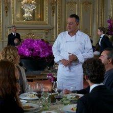 Jean Reno (al centro) in una scena nella commedia Chef