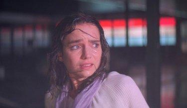 Suspiria: Jessica Harper sotto la pioggia scrosciante