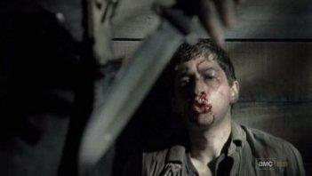The Walking Dead: Michael Zegen in una drammatica scena dell'episodio La sentenza