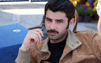 Carmine Recano è l'ispettore Ricci nel film tv Faccia d'angelo