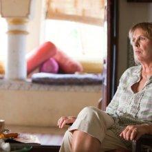 Marigold Hotel: Penelope Wilton in una scena tratta dal film