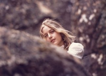 Picnic ad Hanging Rock: Anne-Louise Lambert in una scena del film