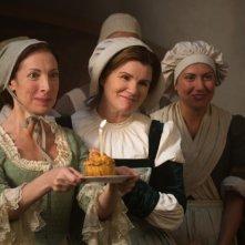 Biancaneve: Mare Winningham insieme a Nadia Verrucci in un'immagine del film