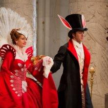 Julia Roberts e Armie Hammer in una scena di Biancaneve