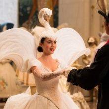 Lily Collins in una scena tratta da Biancaneve