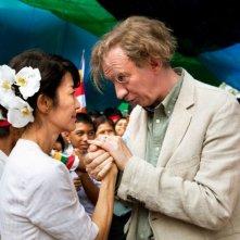 Michelle Yeoh e David Thewlis, sono marito e moglie in una scena di The Lady