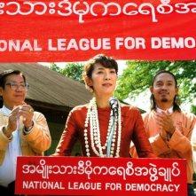 The Lady: Michelle Yeoh in una scena del film nei panni della pacifista Aung San Suu Kyi tiene un discorso come segretario generale della National League for Democracy
