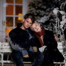 Dakota Fanning e Jeremy irvine in una scena di Now Is Good