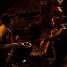 Vin Diesel e il regista David Twohy di fronte al green screen sul set di Riddick