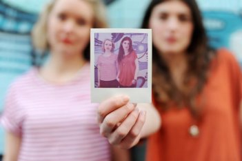 Mirren Burke e Claire Garvey in una immagine promo di Booked Out
