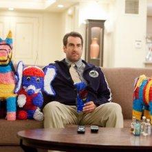 21 Jump Street: Rob Riggle in compagnia di tre coloratissime piñatas
