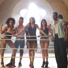StreetDance 2: Sofia Boutella sul set insieme ad un gruppo di ballerini