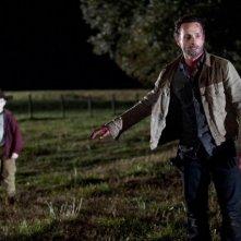 The Walking Dead: Andrew Lincoln e Chandler Riggs in una sequenza dell'episodio Il giustiziere