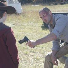 The Walking Dead: Jon Bernthal e Chandler Riggs in una sequenza dell'episodio Il giustiziere
