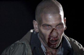 The Walking Dead: un Jon Bernthal trasformato in Errante nell'episodio Il giustiziere