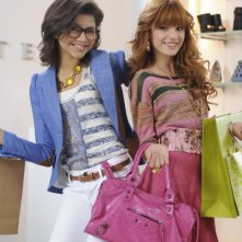 Bella Thorne e Zendaya nel film TV Nemiciperlapelle