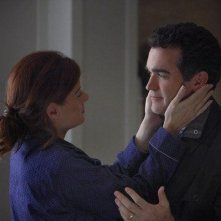 Debra Messing e Brian d'Arcy nel sesto episodio di Smash