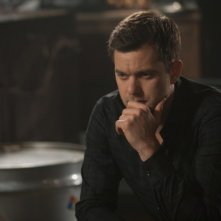 Fringe: Joshua Jackson in una scena dell'episodio Forced Perspective