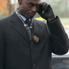 Fringe: Lance Reddick in una scena dell'episodio Making Angels