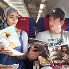 Türkisch für Anfänger - Der Film: Pegah Ferydoni e Arnel Taci impegnate in letture differenti