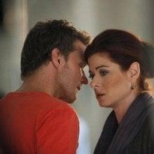 Will Chase e Debra Messing in una foto di scena del sesto episodio di Smash