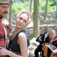Fabio Fuclo e Laura Chiatti impegnati in un ballo in una scena del film tv di Rai Uno, Il sogno del maratoneta