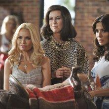 GCB: Kristin Chenoweth, Miriam Shor e Marisol Nichols nell'episodio Love Is Patient
