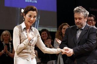 The Lady: Luc Besson insieme alla protagonista Michelle Yeoh durante la presentazione del film al Cinema for Peace Gala alla 62ma Berlinale