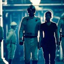 Jennifer Lawrence scortata dalle minacciose guardie di Hunger Games
