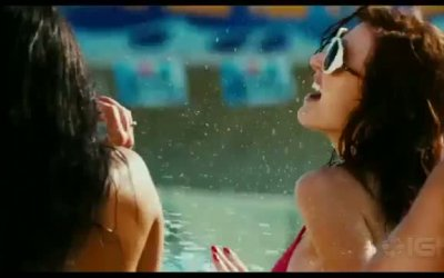 Red Band Trailer - Piranha 3DD