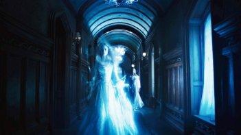 Bella Heathcote in un'eterea immagine tratta da Dark Shadows