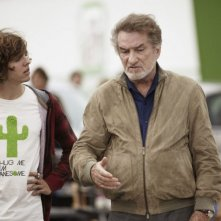 Eddy Mitchell in una scena de L'oncle Charles con Thomas Soliveres