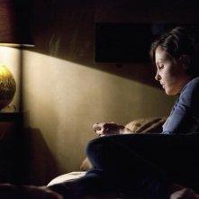 Una riflessiva Ashley Judd nell'episodio pilota della serie Missing