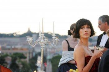 Nero Wolfe: Giulia Bevilacqua in una scena della fiction