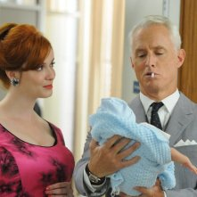 Christina Hendricks e John Slattery nell'episodio A Little Kiss - Part 2 della quinta stagione di Mad Men