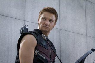 Jeremy Renner è Occhio di Falco in una scena di The Avengers